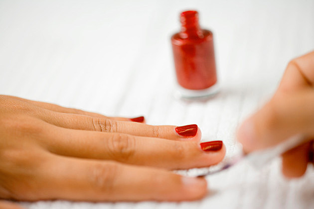 Painting fingernails with nail polish